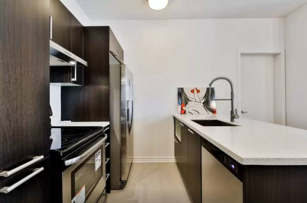 Fully Furnished 1 Bedroom Condo in HEART of Downtown Montreal