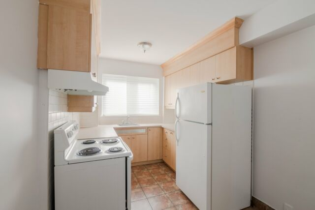 spacious 1 bedroom apartment in N.D.G near Cavendish - ID 323