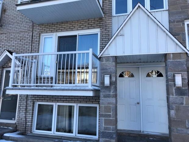 5 1/2 Grand, Appartement Style Condo Poi