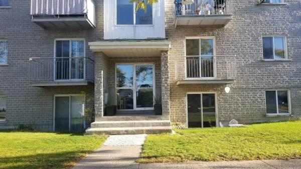 Bright, clean 3 1/2 apartment in West Island in Pierrefonds