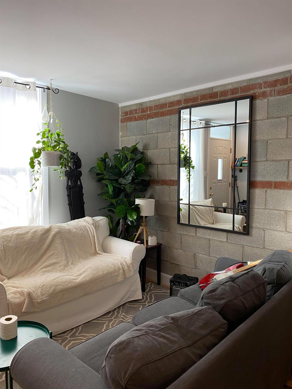 Beautiful renovated open concept bright spacious 1 bedroom
