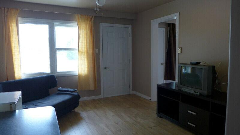 Furnished 2 1/2, $750 per month & available now