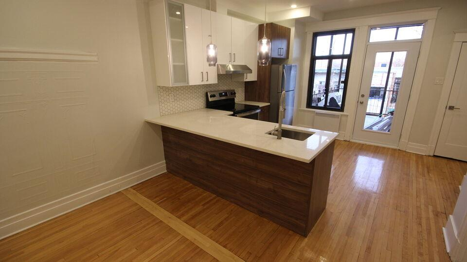 3 bedrooms Plateau Mont Royal (completely renovated)
