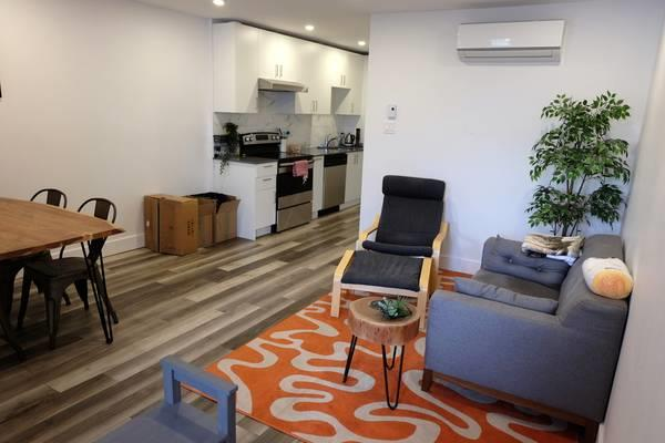 Bright, renovated walkup in St Henri with AC, Laundry