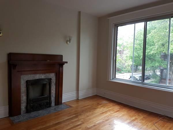 4-1/2 AT GREAT LOCATION IN OUTREMONT