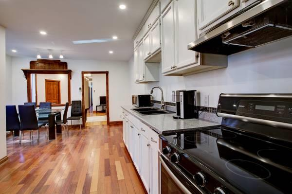 5-1/2 AT GREAT LOCATION IN OUTREMONT