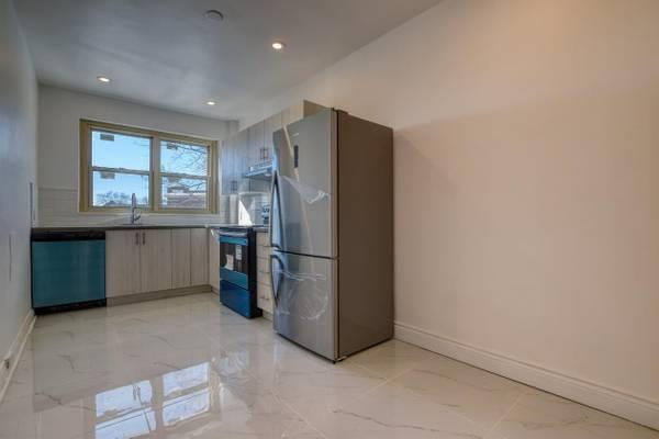*Because You Deserve Spacious, Bright & Renovated 2bd, Montreal West*