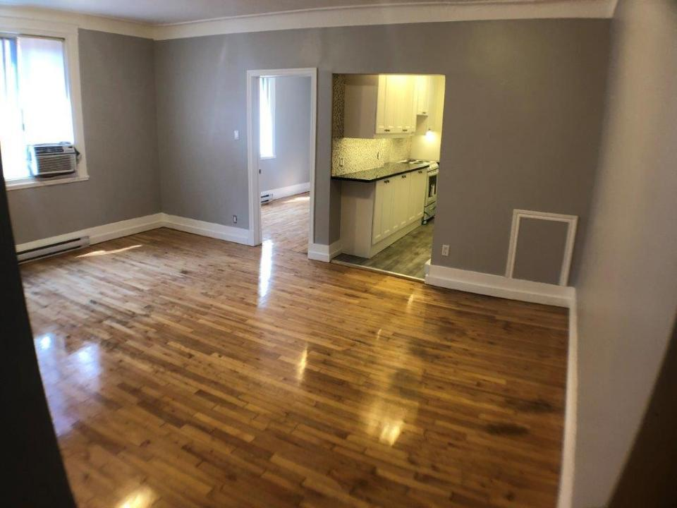 4-1/2 on Parc in Mile End. Fully Renovated, Granite counters, Brand New Appliances, Hi speed Wi-Fi, Air Condition,