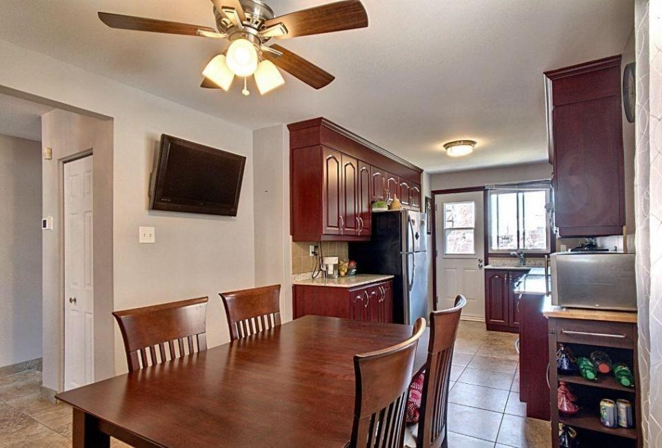 Large beautiful 6 1/2 Apartment in Lasalle  for a Family or retired peoples/ Jolie appartement 6 1/2 à LaSalle pour famille o