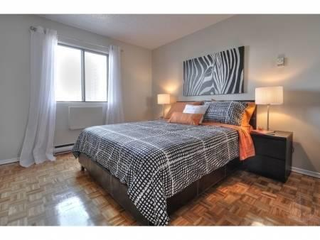 Beautiful 4 1/2 apartment in Longueuil and renovated, beautiful light, Wi-Fi included.