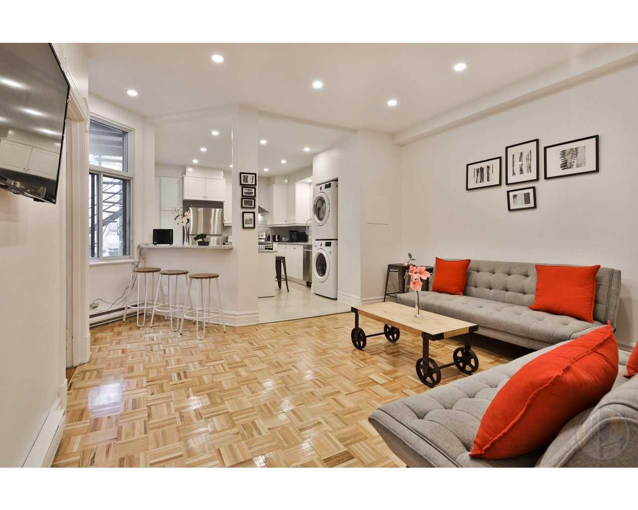 .Beautiful 4-1 / 2 on the 2nd floor, upper duplex in quiet row at 5602 Rue saint-Urbain, Plateau, Mont-Royal