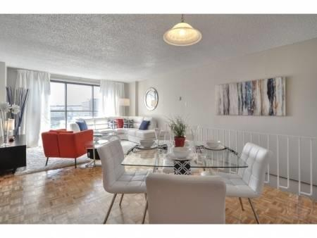 4 1/2 for rent on Chemin de Longueuil, in the 101 Place Charles-LeMoyne district. This apartment